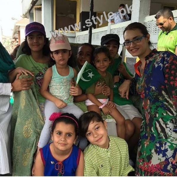 Pakistani Celebrities on Independence Day 2015 (23)