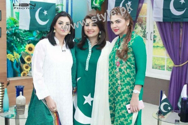 Pakistani Celebrities on Independence Day 2015 (8)
