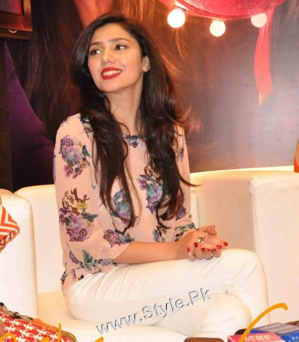 Pakistani Celebrities who were Poor before entering into Showbiz (2)