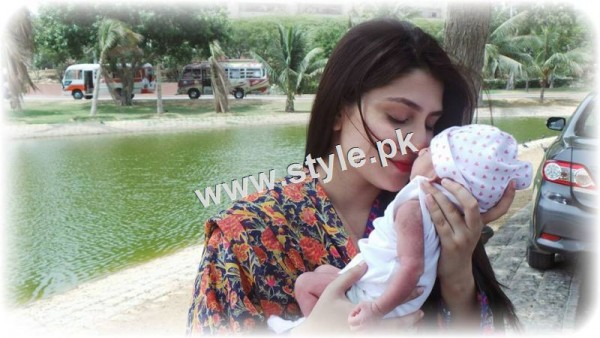 Pakistani Celebrities with their kids 13