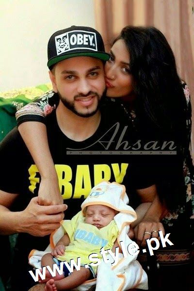 Pictures of Pakistani Celebrities with their newly born babies 11