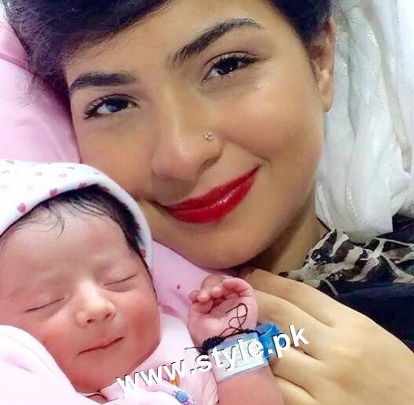 Pictures of Pakistani Celebrities with their newly born babies 4