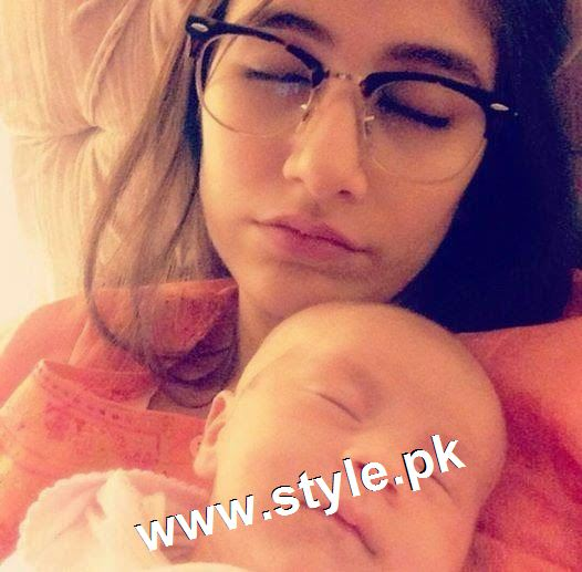 Pictures of Pakistani Celebrities with their newly born babies 5