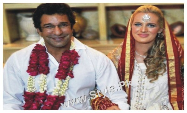 See Pakistani Celebrities who got married in old age