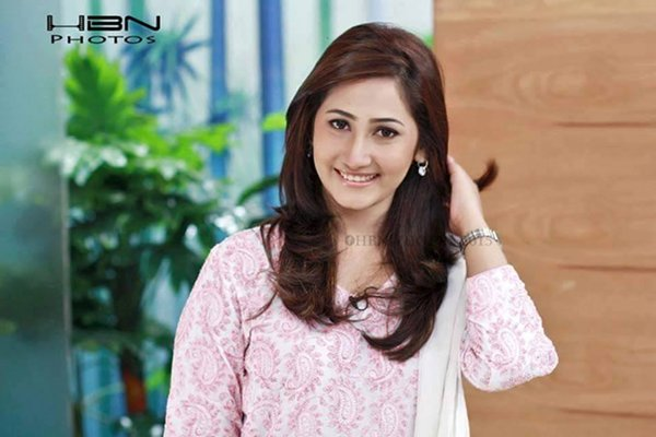 Pakistani New Actress Pari Hashmi Profile007