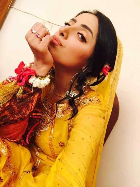 Latest Photoshoot Of Beautiful Sanam Chaudhry006