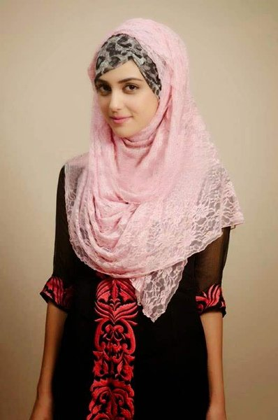 Which Pakistani Actresses Look Beautiful In Scarf003
