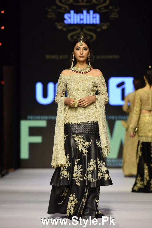 Classy Looks of Pakistani Models on FPW15 Day 1 (7)