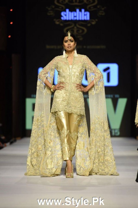 Classy Looks of Pakistani Models on FPW15 Day 1 (8)