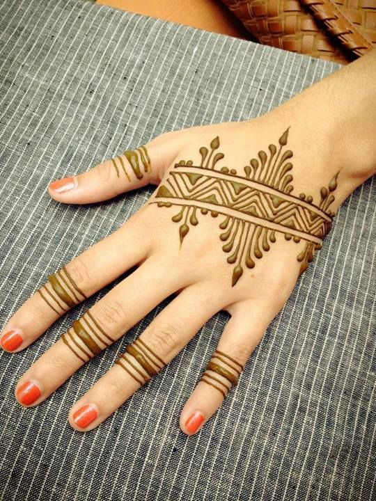 stylish mehndi design- geomatric