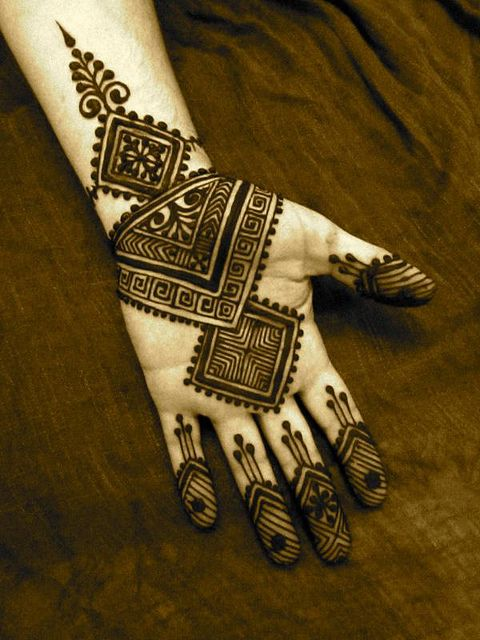 stylish mehndi -geomatric design