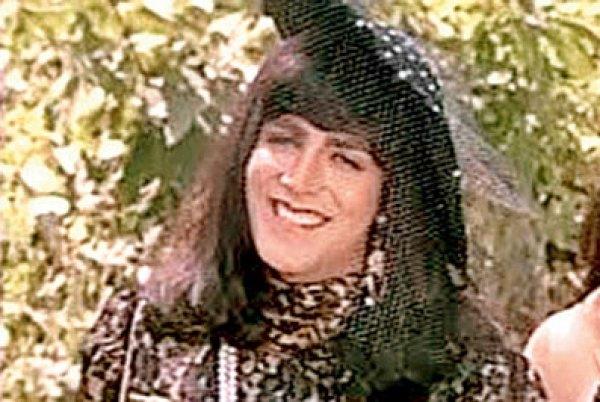 Akshay Kumar in women clothes
