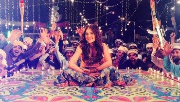 Ayesha Omer hot