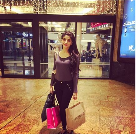 Pakistani celebrities During Travelling- shopping