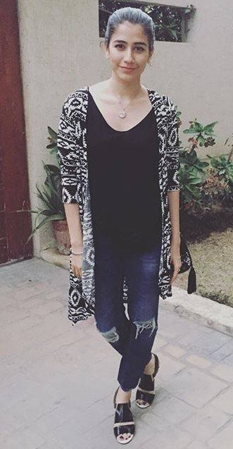 Casual Clicks of Pakistani Celebrities-syra