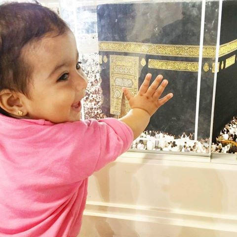 Dua Malik peformed Umrah with her Family (4)