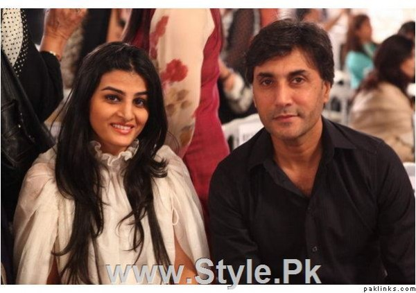 Pakistani Actors with their wives (5)