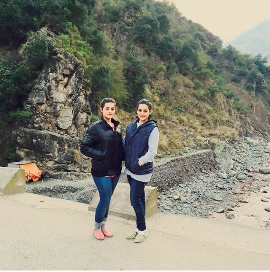Pakistani Celebrities are on Vacations in Murree (12)