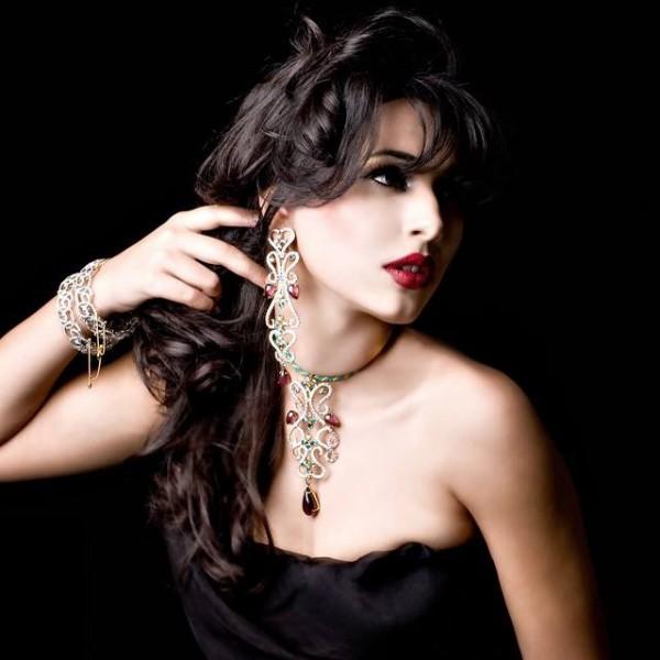 Pakistani Celebrities endorsing Afzal Jewelers (2)