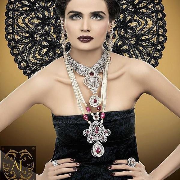 Pakistani Celebrities endorsing Afzal Jewelers (3)