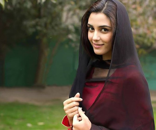 Top 5 Beautiful And Talented Pakistani Female Celebrities Of 2015004