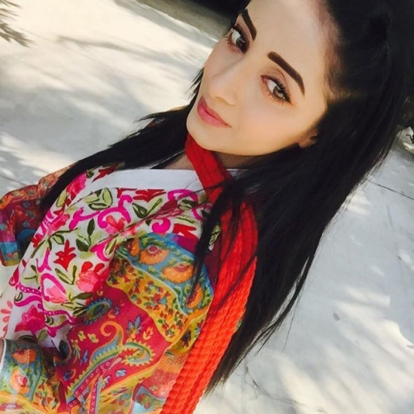 Unseen  Sanam Chaudhry Selfie Photoshoot- color