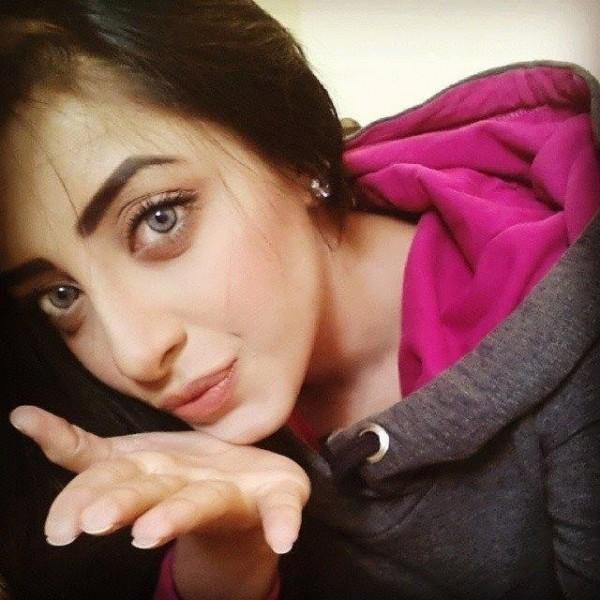 Unseen  Sanam Chaudhry Selfie Photoshoot- eyes