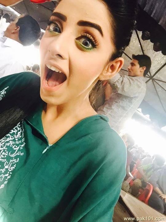 Unseen  Sanam Chaudhry Selfie Photoshoot-hoo