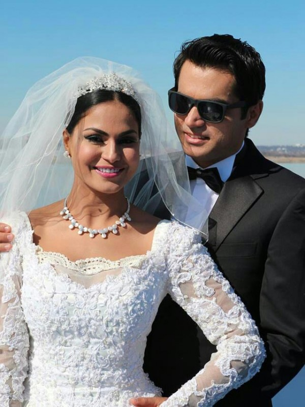 Veena Malik's White Wedding dress (2)