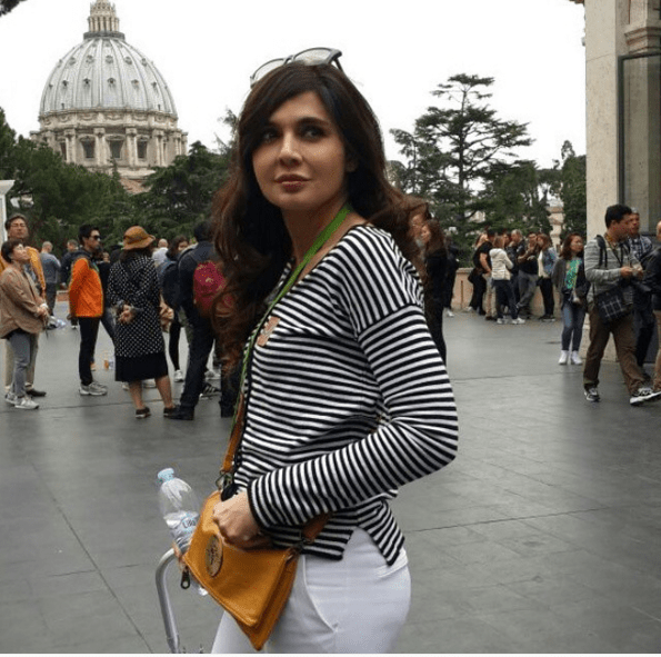 Amazing Clicks Of Mahnoor Baloch During Traveling . lining