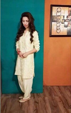 Maira Khan in Shalwar Kameez. white