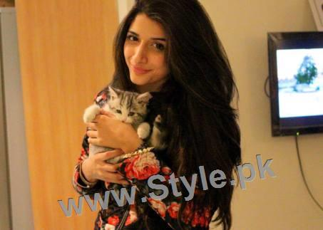 Pictures of Pakistani Celebrities with their pets (4)