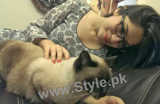 Pictures of Pakistani Celebrities with their pets (7)