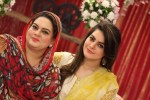 aiman khan mother