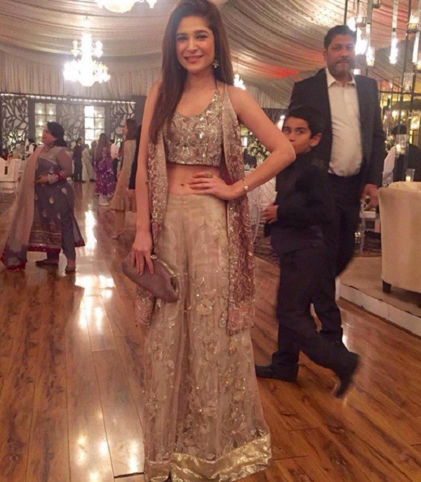 ayesha omer hot outfit