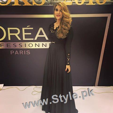 See Hareem Farooq looks super hot in her new bronze blonde hair