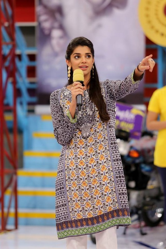 Sanam Saeed and Iman Ali in Jeeto Pakistan (2)
