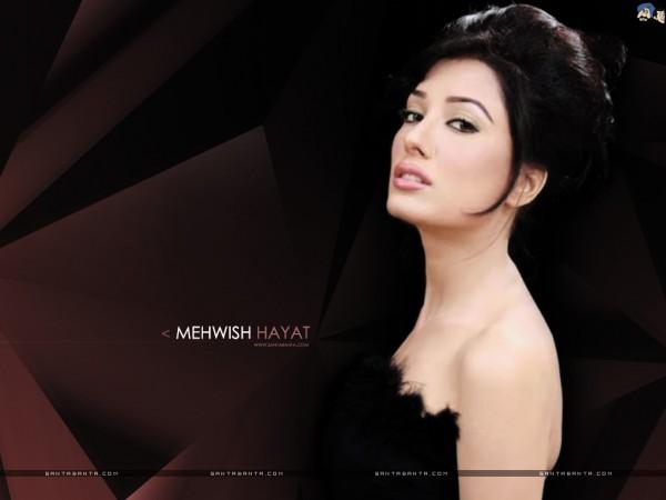 Mehwish Hayat In Strapless Dress