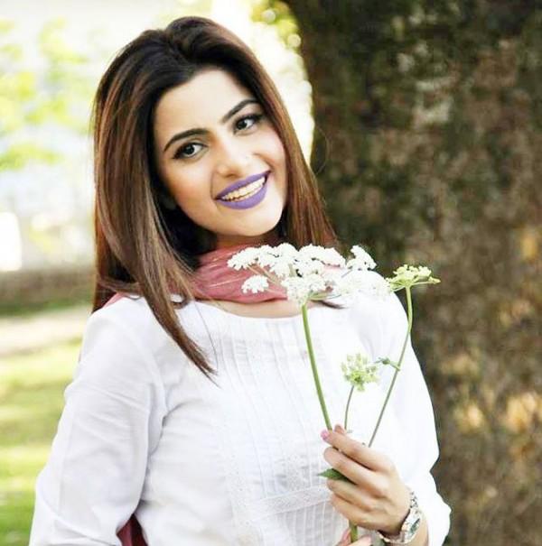 Sohai Ali Abro In Purple Lipstick