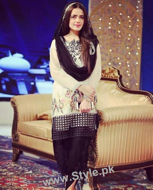 Ayesha Khan and Sumbal Iqbal before and during Ramzan Transmission (4)