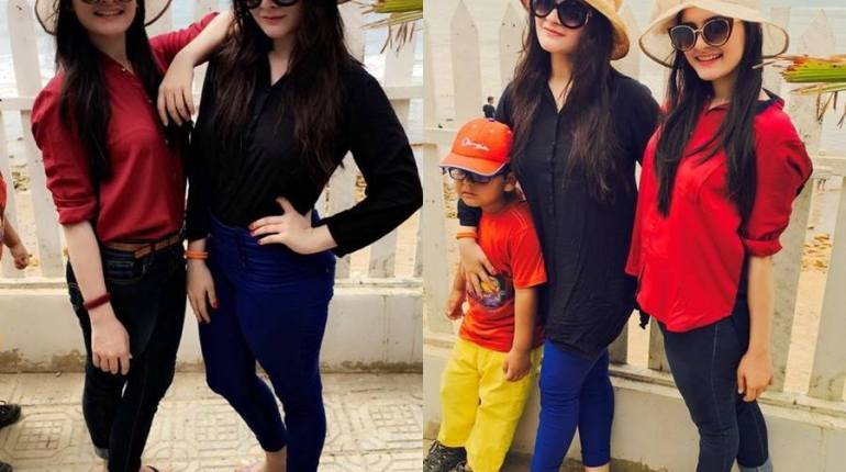 See Beach Pictures of Aiman Khan and Minal Khan
