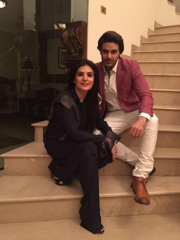 Pakistani Celebrities Enjoying Sehri together (6)