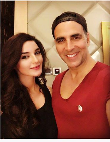See Sadia Khan with Akshay Kumar in India