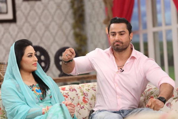 The reunited couple Humaira Arshad and Ahmed Butt on screen (11)