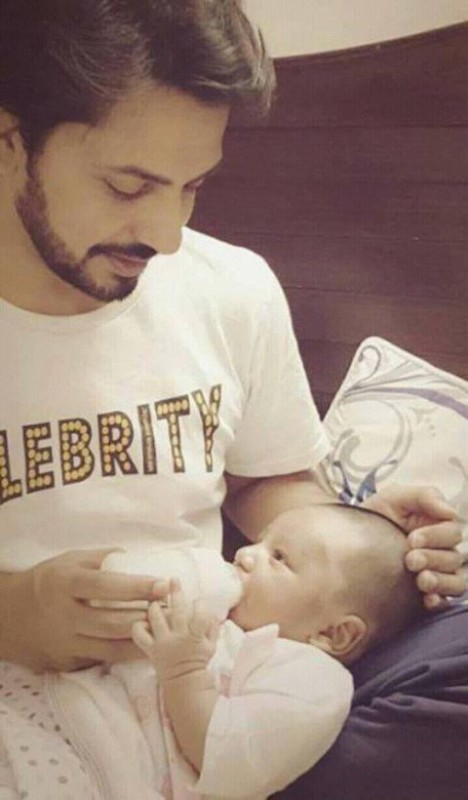 See Bilal Qureshi with his son