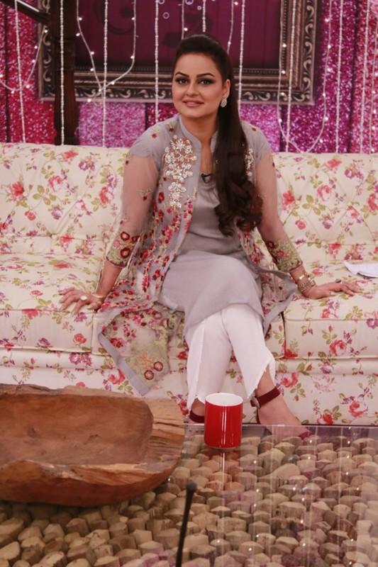 Javeria Abbasi replaced Nida Yasir in Good Morning Pakistan (4)
