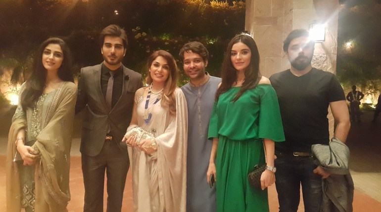 See Pakistani Celebrities at dinner by High Commission India