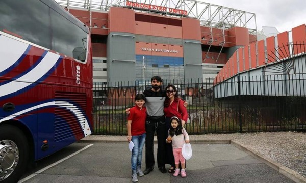 Pakistani Cricketers with their families in Manchester  (6)