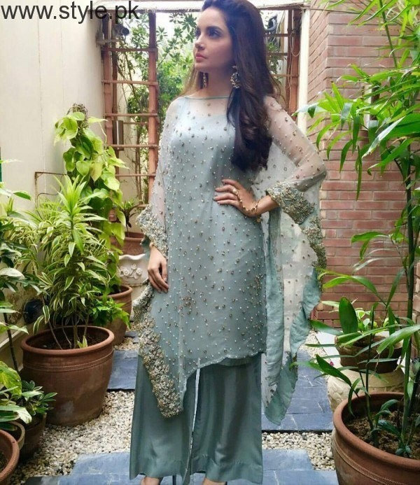 5 Dresses of Armeena Khan in which she looked fabulous (2)