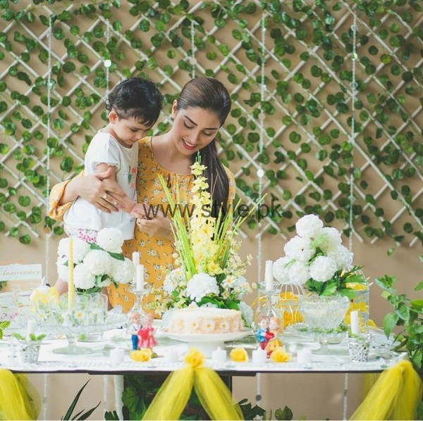 Ayeza Khan and Danish Taimoor at their second wedding anniversary (4)